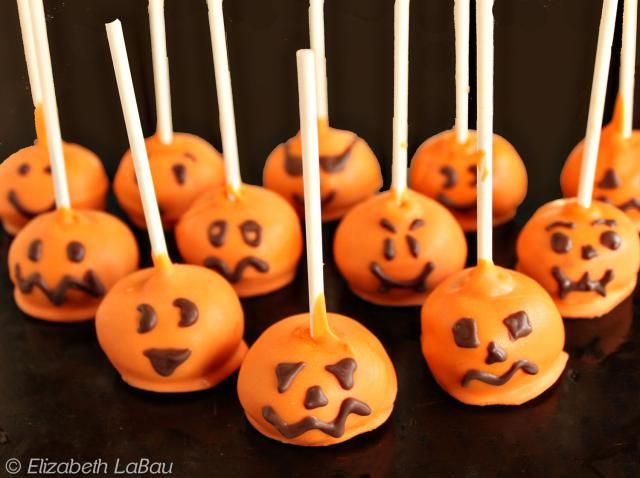 These fall-themed pumpkin cake pops use pumpkin spice cake and cream cheese frosting to create adorable jack-o-lantern cake pops. There is also a photo tutorial showing how to make pumpkin cake pops.
