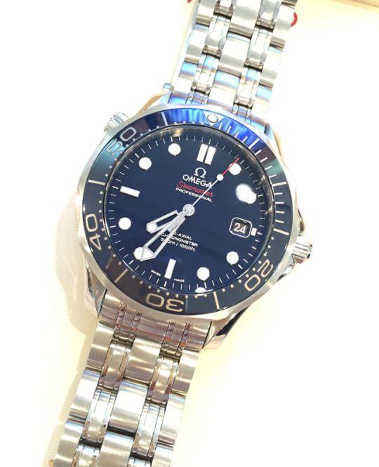 ★M様/オメガ - シーマスター プロダイバーズ 300M ☆今まで、中学校や高校の入学などの節目に、祖父母が時計をプレゼントしてくれました。今回この時計を選んだのは、博士号を取るために大学院へ進むことになったから。それぞれの時計には色んな想い出が詰まっていて、この時計にも今日からたくさん刻まれていきます。早く一人前になり、今までの感謝の気持ちを込めて祖父母へ恩返しがしたいと強く思っています!  〝人生の節目に腕時計を〟