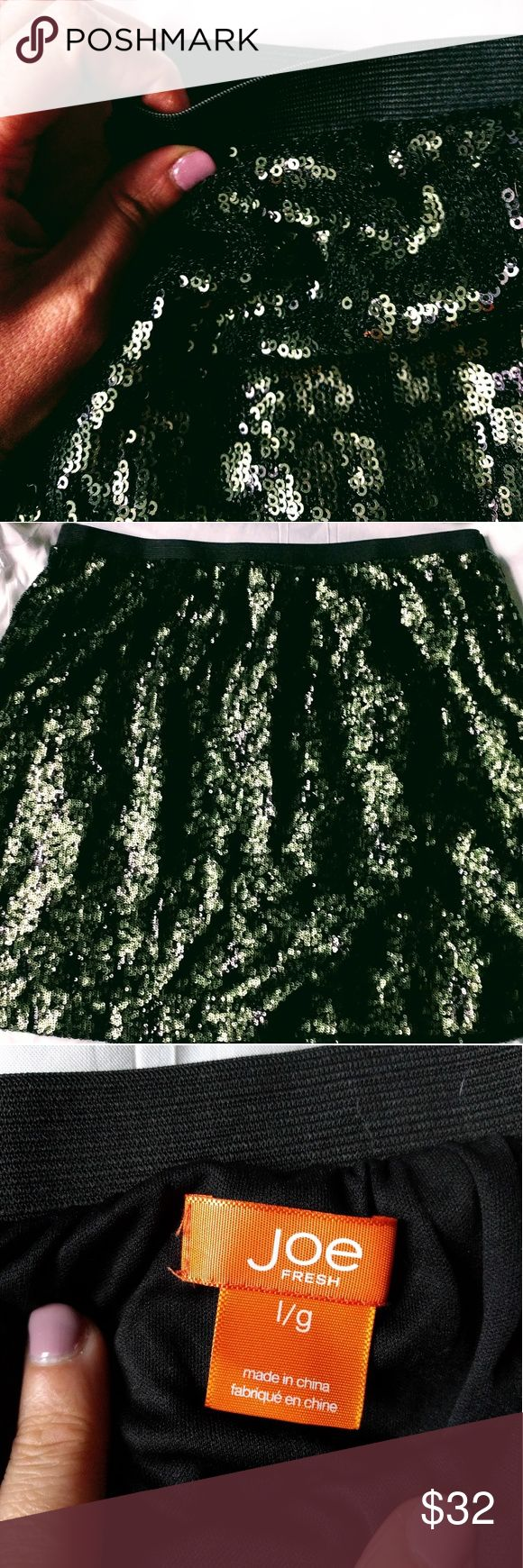 ✨✨ SEQUINED SKIRT✨✨ Be festive in this dark green sequin skirt. Perfect for the upcoming HOLIDAYS!!! -or- wear it out for a night on the town 🌃💃.  In great shape, no loose thread or missing sequins. Joe Fresh Skirts Midi