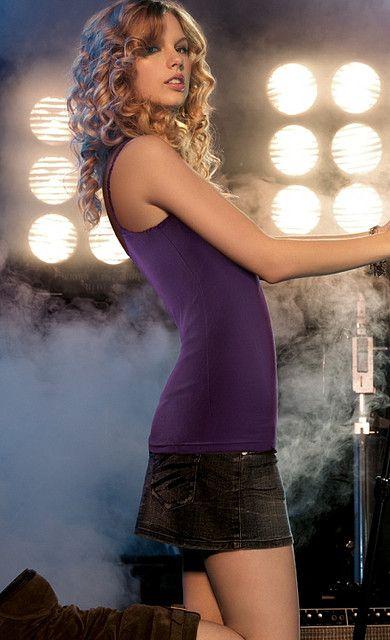 Taylor Swift, JOVEN, BELLA Y ENCANTADORA.