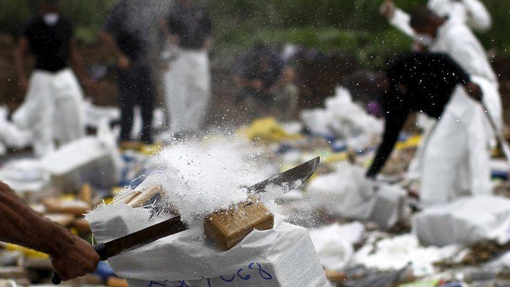 <p>09/02/2016/Un agente de la Policía Nacional destruye paquetes de drogas en la Ciudad de Panamá, Panamá / Reuters/Carlos Jasso / Reuters/RT Investigadores españoles han encontrado alteraciones en la estructura y la función del cerebro de los adictos a la cocaína.…</p>