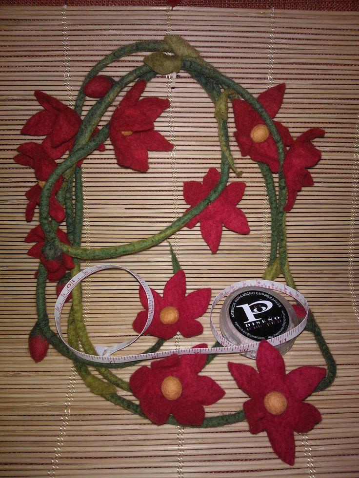collar de flores de matakury fieltro- agencia p
