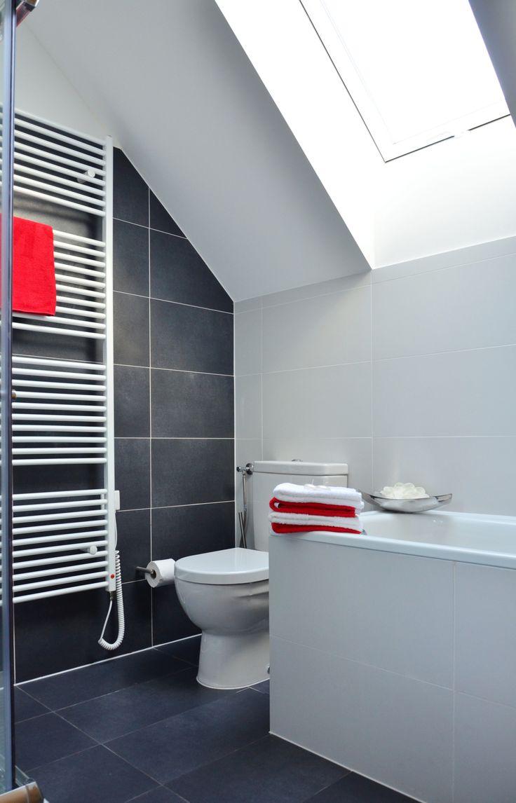 Šedobílá koupelna
