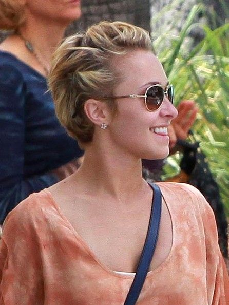 Hayden Panettiere Actress Hayden Panettiere and her boyfriend Heavyweight Champion Wladimir Klitschko spotted out for lunch at Le Pain Quotidien in West Hollywood, CA. Hayden was showing off her new chopped short hair cut.
