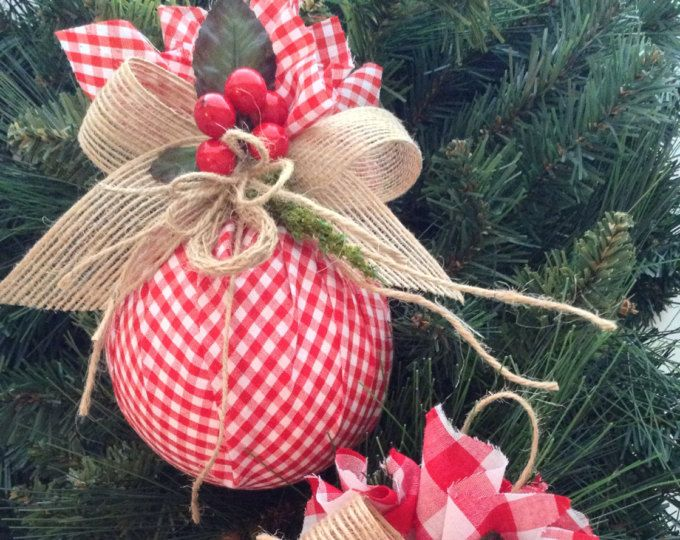 Ornamenti di Natale / Natale rosso e bianco ornamenti / Set di 2 / ornamenti di Natale tessuto percalle / Homespun Xmas / Handmade e Design in tessuto