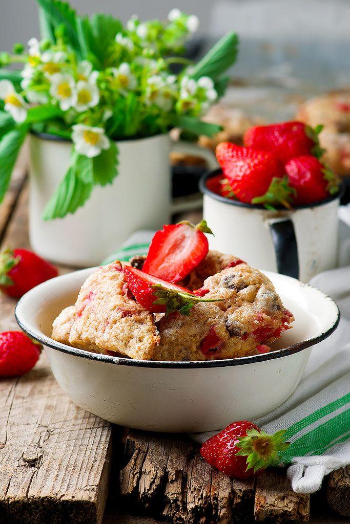 https://flic.kr/p/V4avoS | strawberry dark chocolate chunk wheat scones | strawberry dark chocolate chunk wheat scones. Recipe is here zoryanchik.com/recipe/tselnozernovye-skony-s-klubnikoj-i-...