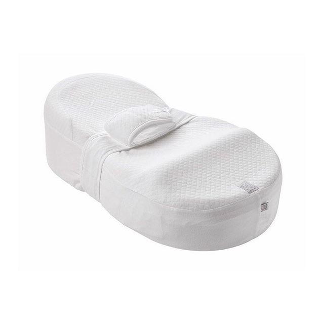 [MAMAN TEST! #34] - Cocoonababy de chez @redcastlefrance - 👶🏻Petit matelas ergonomique qui vend plusieurs fonctions : Améliorer la qualité du sommeil du bébé, réduire les effets de sursauts ou réflexe de moro, limiter les problèmes de reflux, limiter les risques de tête plate et favoriser le développement harmonieux. ☹️Bon et bien chez nous, elle n'adhérait pas particulièrement et n'arrivait pas trop à plonger dans les bras de Morphée… Donc on l'a plus utilisé en appoint (le temps de…