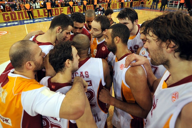 Galatasaray Basketball team has beaten Anadolu Efes last night. If we win against Olympiakos next week in Athens, we will find ourselves among top 8 teams in Europe.