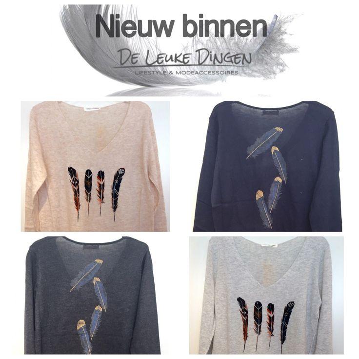 #Herfst #veertjes ... Heerlijke dunne v-hals truitjes met leuke opdruk! www.deleukedingen.nl