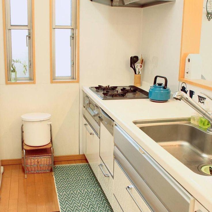 @819sakuranbo 様 #goodmorning  #kitchen #キッチン #ヘリンボーン #キッチンマット #野田ホーロー #ホーロー #kettle #アムケトル #blue  2016-2-5 いつ変えようかなとタイミングを見ていたのですが立春も過ぎたのでキッチンマットを新調しました () 今日もがんばろー ....... 素敵なキッチンに引いて頂き ありがとうございます ヘリンボーンキッチンマットは 春から夏にかけてもぴったりな 涼しげで快適な使い心地の キッチンマットです