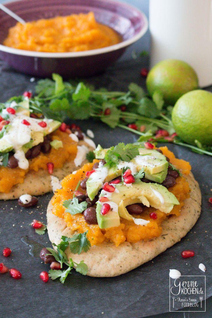 Butternut-Kürbis-Tostadas mit schwarzen Bohnen und Avocado #Mexikanisch, #Soulfood, #Vegan, #Veggie #foodblog #foodie #food #rezept #foodblog_de #foodpics #rezepte http://www.gernekochen.de/rezepte/hauptspeisen-gerichte-hauptgang/butternut-kuerbis-tostadas/