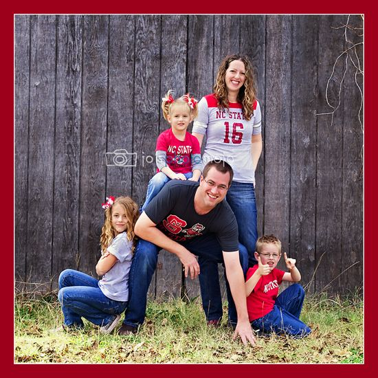 Fun family photo pose to reflect their personalities. Well coordinated clothing for photos to support their favorite team. www.josphotomojo.com