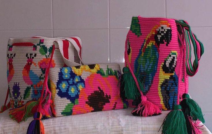 Guacamayas or birds?Happy Friday everyone! ❤ . . . . . #mochibcn #mochilas #crossbodybag #shoulderbag #clutch #bohobags #authentic #wayuubag #notawayuu #fairtrade #ethicalfashion #madeincolombia