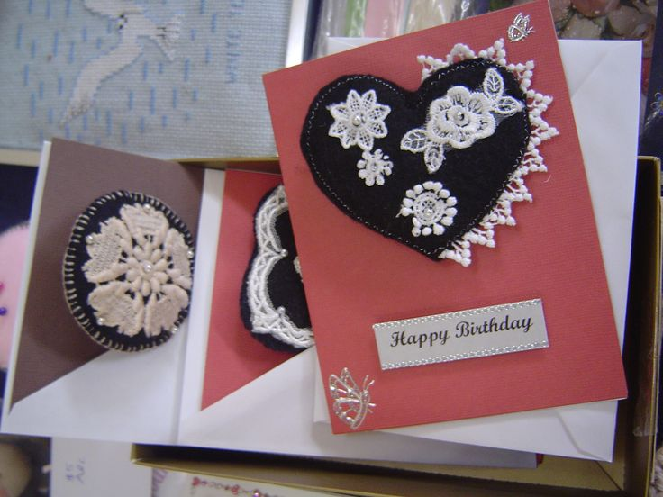 I made cards with brooches.  This was an idea from my friend Jan.