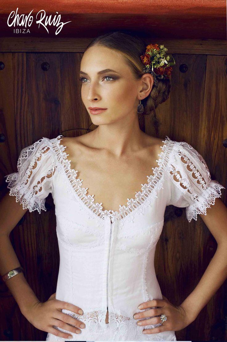 Sexy, elegante y espectacular, así la colección White de Novias by Charo Ruiz   Ref. 00003 BLUSA MEXICANA   www.charoruiz.com