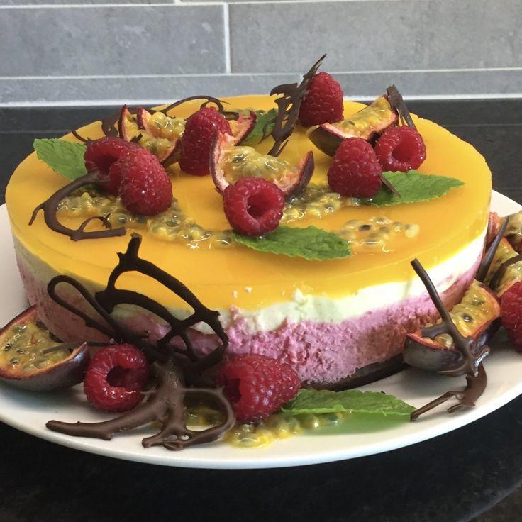 Moussetårta med hallon och passionsfrukt