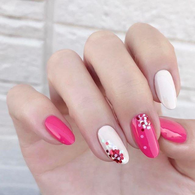 * #OPI I42 Elephantastic Pink #OPI V31 Be There In A Prosecco * 反動でカラフルなネイルがしたくなりました。 * ミルキーホワイトとポップなピンクで元気ちゃんネイルです。 * 赤、マットホワイト、パステルホワイトの1㎜ホログラムを散らしてお花っぽく * #pinknails#springnails#nailart#naildesign#newnails#opinailpolish#essielove#nagellack#selfnail#nailpolish#manicure#elegantnails#prettynails #ピンクネイル#セルフネイル#セルフネイル部#マニキュア#大人可愛い#おしゃれ#カラフル#キラキラ#簡単ネイル#時短ネイル#シンプルネイル#フラワーネイル#オフィスネイル#春ネイル