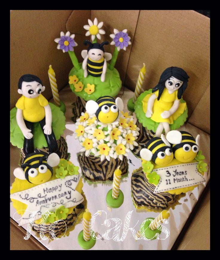 Anniversary Bee cupcakes