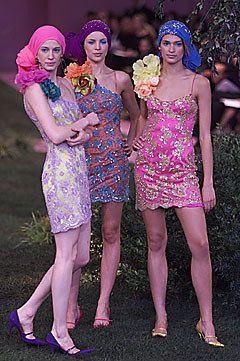 Ungaro Couture Spring 2001 Couture Fashion Show - Liberty Ross, Emanuel Ungaro, Natasa Vojnovic (Elite), Lindsay Frimodt