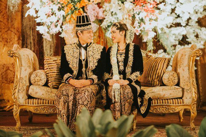 Javanese wedding inspiration | A Foliage-Laden Central Javanese Wedding In Jakarta | http://www.bridestory.com/blog/a-foliage-laden-central-javanese-wedding-in-jakarta