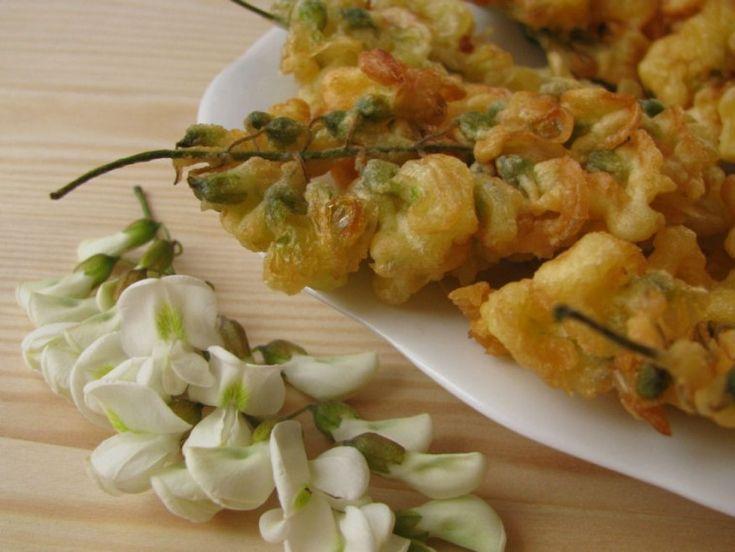 Nem csak hogy ehető, de különleges csemege a májusban virágzó akácfa virága! A hobbikert.hu édességként készítette el az ehető virágfürtöket – most megmutatjuk, hogyan.