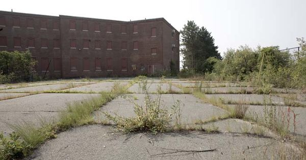 5 Abandoned Asylums Whose Backstories Would Make For Terrifying Movies. - http://www.creepyglobe.com/entertainment/5-abandoned-asylums-whose-backstories-would-make-for-terrifying-movies/