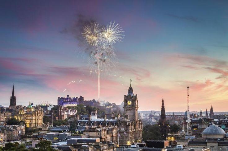 Το Εδιμβούργο και στο βάθος το κάστρο του