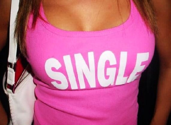 100 more here: Hot Girls, Funny Pictures 1362825271, Funny Tshirt, There Are, Girls Shirts, Funny Girls, Sono Le, Funny T Shirts, Shirts Slogan