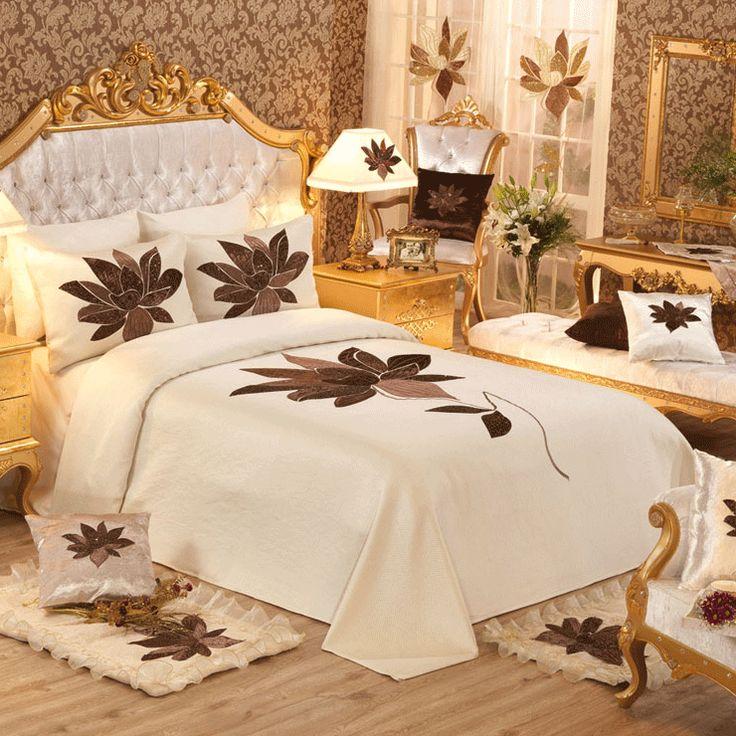 Her yatak odasının başlıca ihtiyaçlarından biriside pek tabii ki pike takımları modelleridir. Yatak odasında kullanılan pike takımları ne kadar güzel bir görüntüye sahipse yatak odasının da o kadar güzel bir görüntüye sahip olması beklenmelidir. BU sebeple yatak odası için pike takımları seçimi yapılırken çok daha dikkatli olunması gerekmektedir.