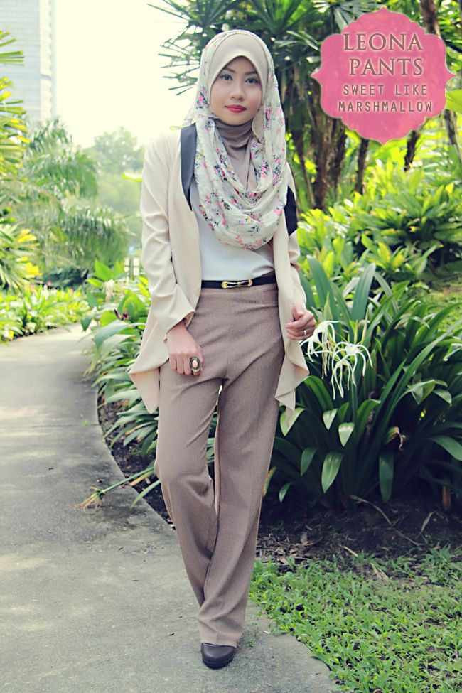 Street Hijab Fashion: Photo