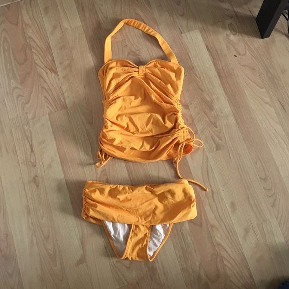 Delia swimsuit Gently used. In great condition Delia Swim Bikinis