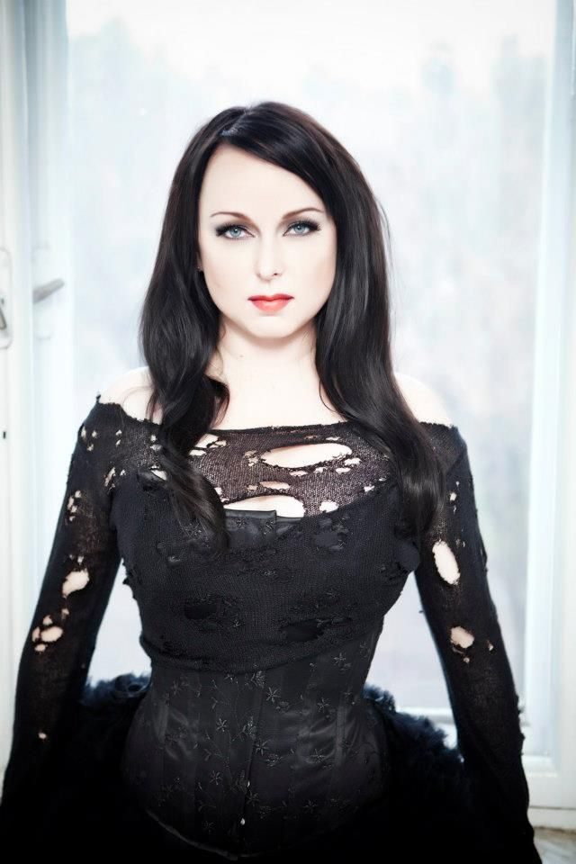 Heidi Parviainen lead singer of Dark Sarah!