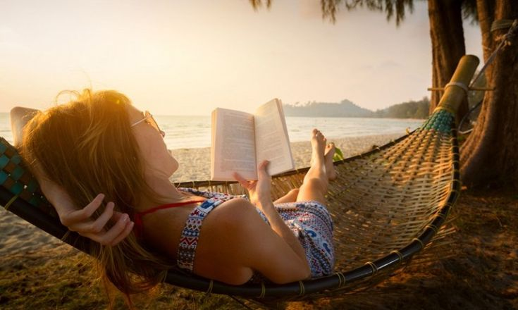 Ανακαλύψτε 31 υπέροχες παραλίες για να «βυθιστείτε» στα αγαπημένα σας βιβλία   #καλοκαίρι #diavazo #psichogiosbooks