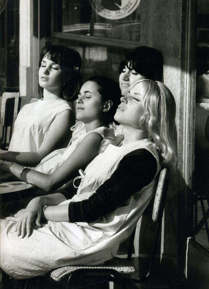 Robert Doisneau, Hairdressers in the Sun 1966