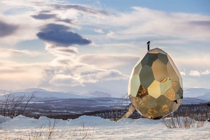 Архитекторы Bigert&Bergstrom представили проект 2017 года «Solar Egg» - деревянную сауну в форме яйца, вмещающую до 8 человек. Проект является частью реконструкции города Кируна в северном части Швеции. Высота «Solar Egg» составляет 5 м, конструкция сделана полностью из сосновых досок, а снаружи обшита зеркальными позолоченными стальными панелями, в которых отражается пейзаж, окружающий сауну. В центре находится литая железная печь в форме сердца.