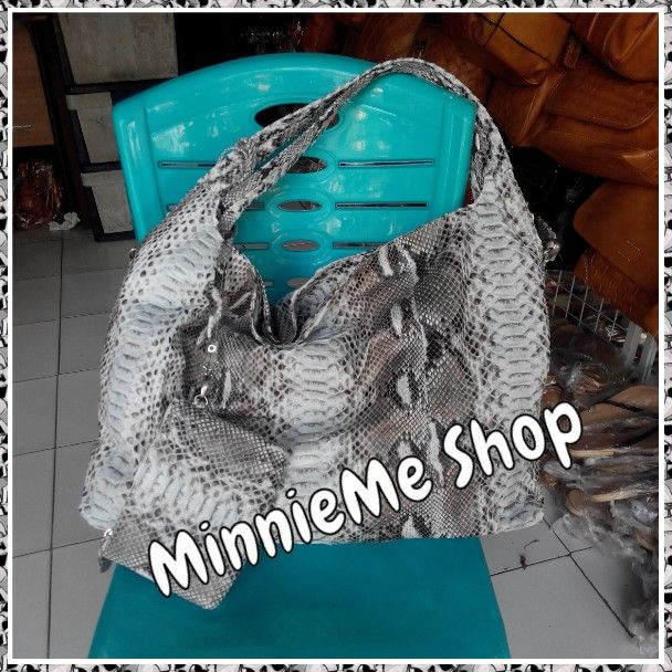 Material: Genuine Snake Leather | IDR 1.500.000 | USD 150 | Whatsapp 085737176468 | Line Id: ayu.trisna | FB: MinnieMe Shop | Instagram: @minnieme_shop