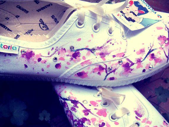 Zapatillas para novia con swaroskies pintadas a por bymireiaesteban, €37.00