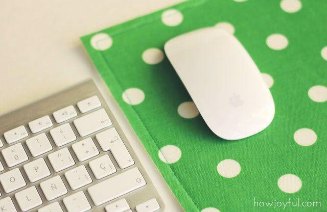 Super easy fabric scrap mousepad tutorial | How JoyfulEasy Fabrics, Mouse Pads, Scrap Mousepad, Diy Fabrics, Fabrics Scrap, Fabrics Mousepad, Diy Mousepad, Fabric Scraps, Scrap Fabrics