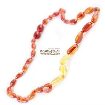 Wearing this amber necklace might help your baby with eczema or teething.This premium amber necklace come s in a combination of cognac colour with a few lemon colour centered on the necklace. Amber beads are finished in a polish are in the bean shaped. The amber necklace is approx 32-34cm in length. Bambeado amber is genuine baltic amber. Bambeado's are to be worn and not chewed. Each bead is individually knotted to help with safety. The Bambeado comes together with a plastic screw clasp.