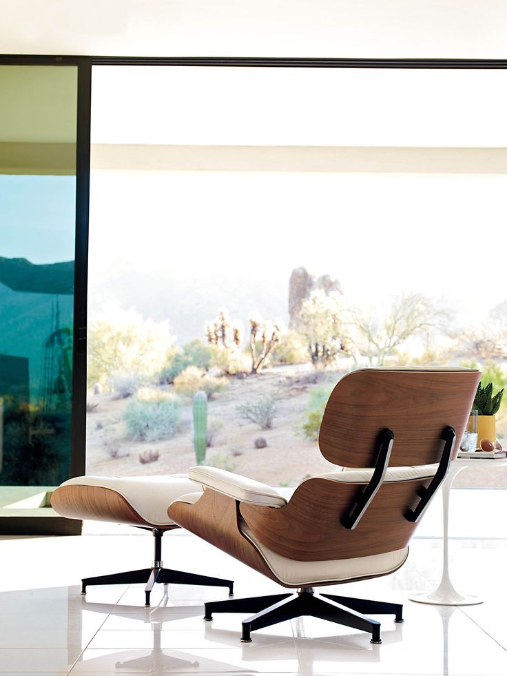 Eames Lounge and Ottoman Diseñado por Charles and Ray Eames. Sobran motivos para desear estar en ese espacio.