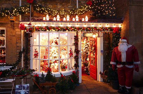 "snowsfallingdown: "" Year round Christmas blog :) """