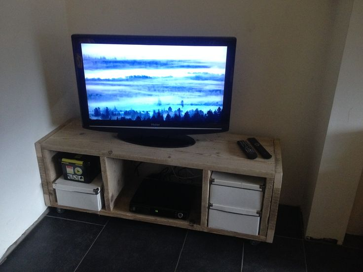 TV meubel uit gebruikt steigerhout. TV furniture from used scaffolding wood.