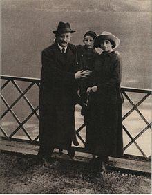 Felix Dzerzhinsky - Dzerzhinsky pictured with wife Zofia and son Janek in Lugano, Switzerland; October 1918 Wikipedia, the free encyclopedia