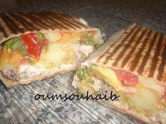 Tacos lyonnais à la sauce gruyère,le sandwich Lyonnais avec des frites,poulet,salade de poivron et sauce gruyère!trop trop bon!