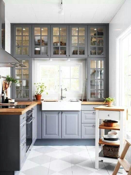 Ikea kök, vitrinskåpsluckor, inramat fönster
