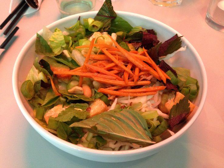 Cool Yong Yong Trier Salat mit gebratenem Tofu