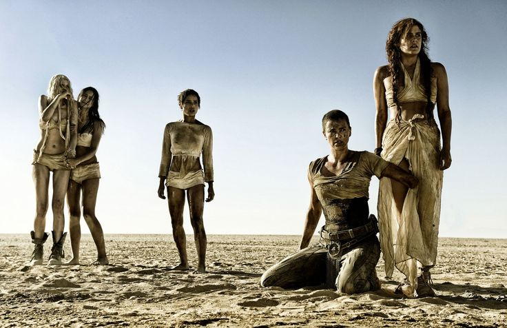 Filme Mad Max: Fury Road  Toast The Knowing Zoë Kravitz Cheedo The Fragile Courtney Eaton The Dag (Mad Max) Abbey Lee Capable (Mad Max) Riley Keough Imperator Furiosa Charlize Theron Papel de Parede