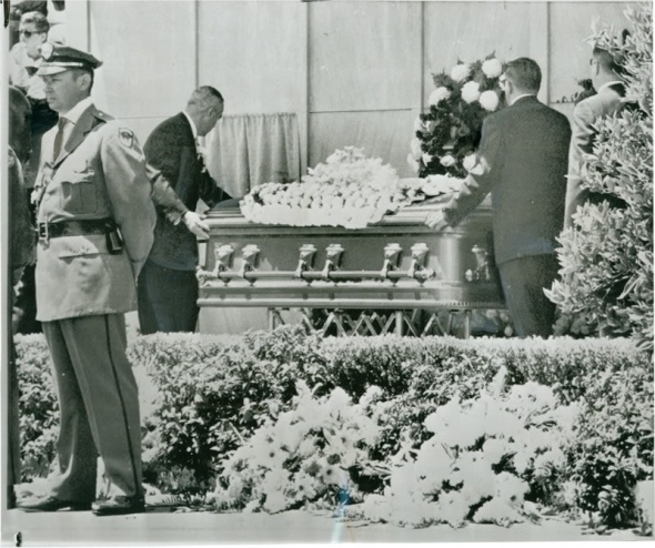 Marilyn Monroe  39 s funeral took place at 1 00pm on August 8  1962  at the Westwood Village Mortuary Chapel on the grounds of the Westwood Memorial Cemetery  She was buried in what was known at that time as the  quot Cadillac of caskets quot    a hermetically sealing antique silver finished solid bronze  quot masterpiece quot  casket lined with champagne colored satin silk