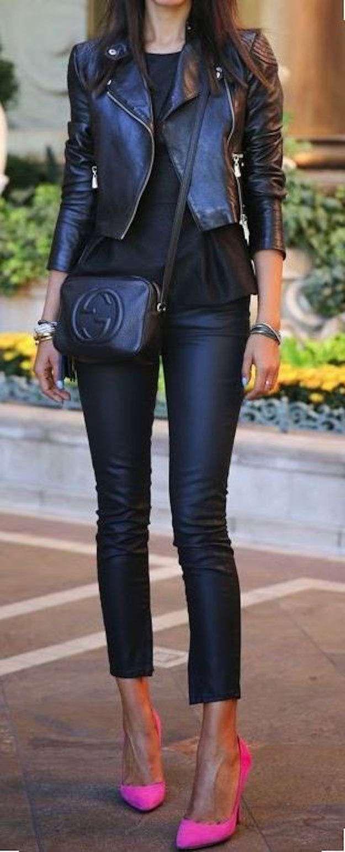 Zapatos fucsia para todos los gustos: fotos de los modelos - Look en negro y zapatos fucsia