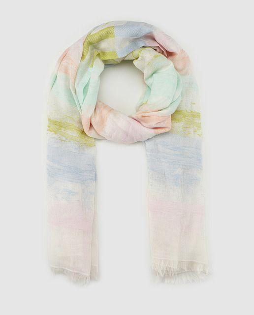 Fular de algodón estampado a rayas multicolor en tonos pastel con acabado desflecado.